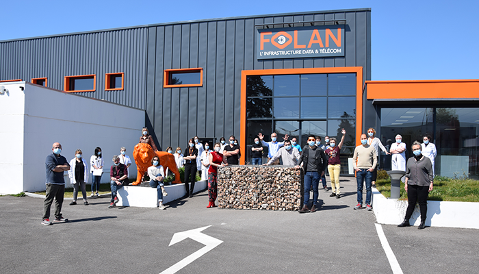 Employees in front of the FOLAN building